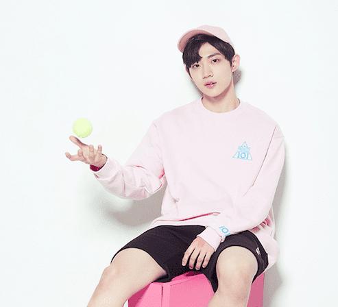 """Ahn Hyung Seob, concursante de """"Produce 101 Season 2"""", atrae atención por sus singulares similitudes con un personaje de webtoon"""