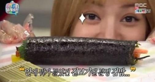 """Lisa de BLACKPINK hace una fusión única de kimbap en """"My Little Television"""""""
