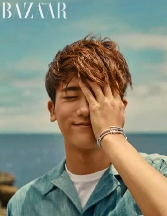 Park Hyung Sik es un carismático rompecorazones en las playas hawaianas para una sesión de fotos
