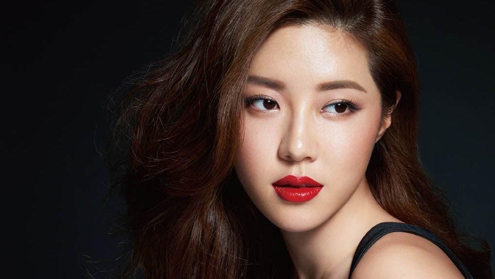 Se reporta que la actriz Park Han Byul tiene una relación con un hombre no-celebridad