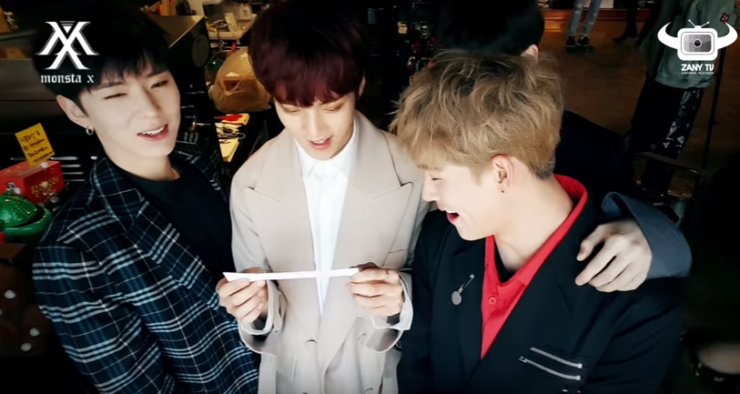 Los integrantes de Monsta X aprenden a coquetear en español