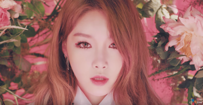 "Kim Chungha hace un increíble debut como solista con ""Why Don't You Know"""