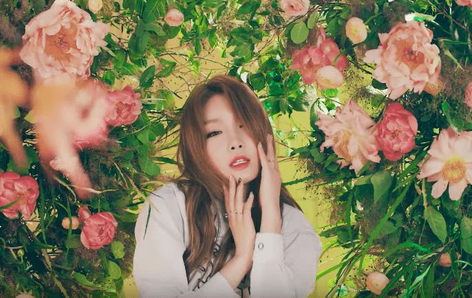 Kim Chungha habla sobre ser solista después de I.O.I y revela sus modelos a seguir