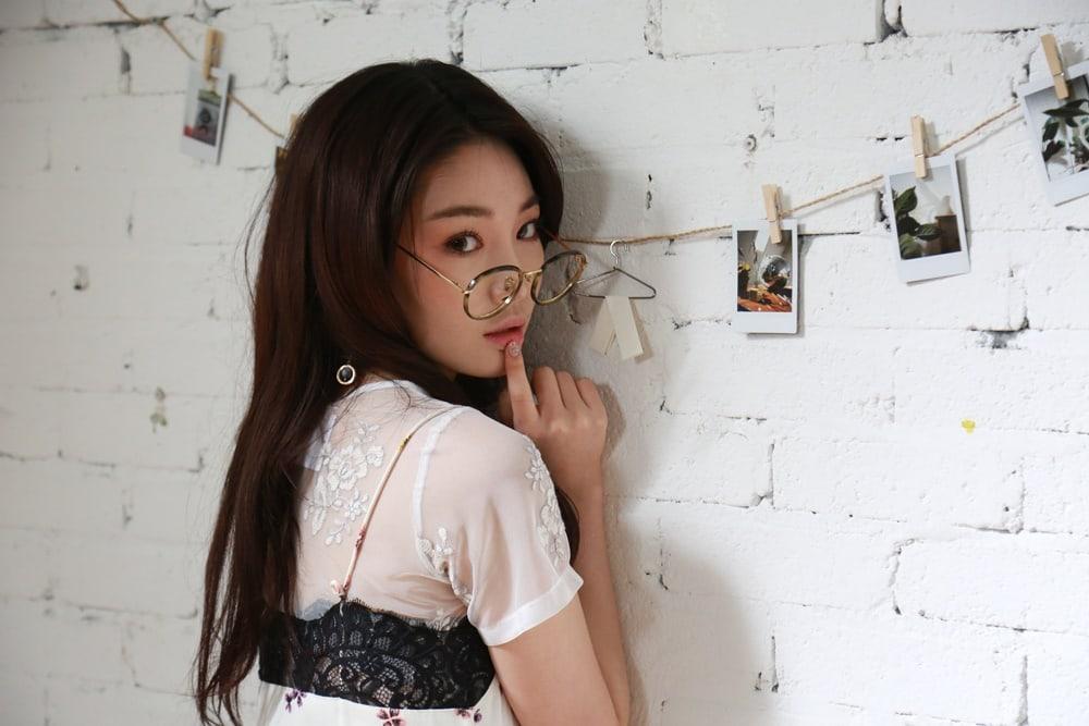 "Kim Chungha se siente triste por tomar tiempo en pantalla de los aprendices de ""Produce 101 Season 2"""