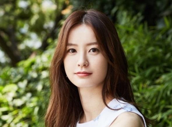 Jung Yoo Mi está considerando un papel en el próximo drama de un exitoso escritor