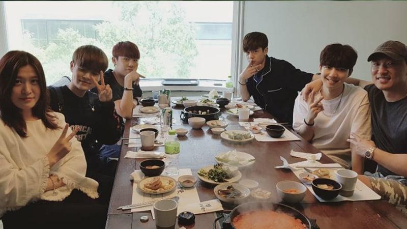 "Rhymer comparte foto con aprendices de Brand New Music de ""Produce 101 Season 2"""