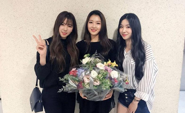 """Las ex concursantes de """"Produce 101"""" Lee Soo Min y Park So Yeon debutarán en LOEN Girls"""
