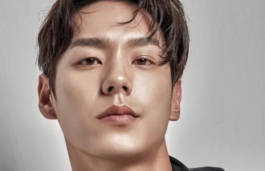 """Kwak Si Yang habla sobre intentar seguirle el ritmo a Yoo Ah In en """"Chicago Typewriter"""" de tvN"""