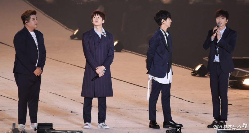 Lágrimas son derramadas mientras los miembros de Super Junior hablan sobre recientes eventos en el concierto de SMTOWN