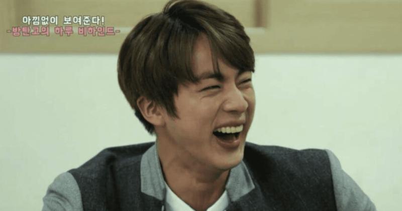 14 ídolos masculinos con risas increíbles que nos harán llorar