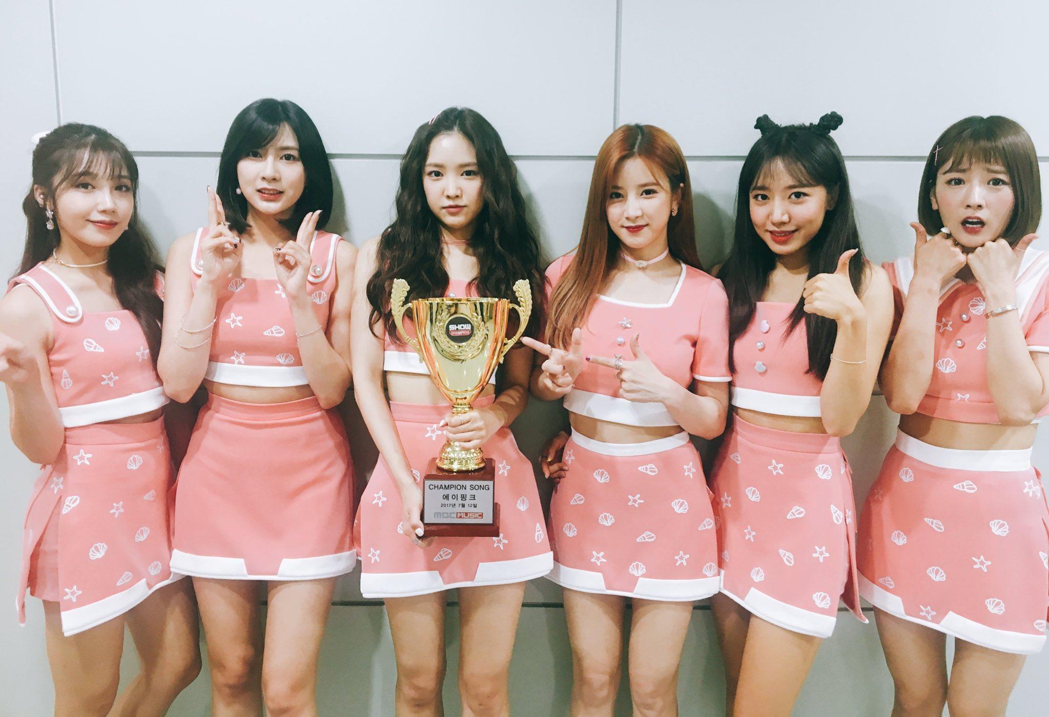 """Apink obtiene quinta victoria con """"Five"""" en """"Show Champion"""" – Presentaciones de Red Velvet, MAMAMOO y más"""