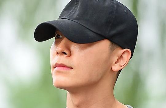 Donghae de Super Junior expresa su amor por sus fans mientras es dado de baja del servicio militar
