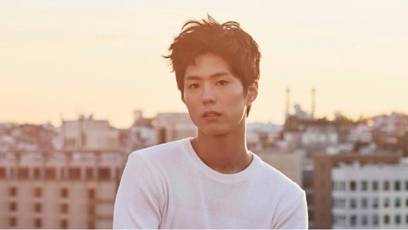 """Park Bo Gum luce un nuevo corte de cabello en el estreno de """"The Battleship Island"""""""