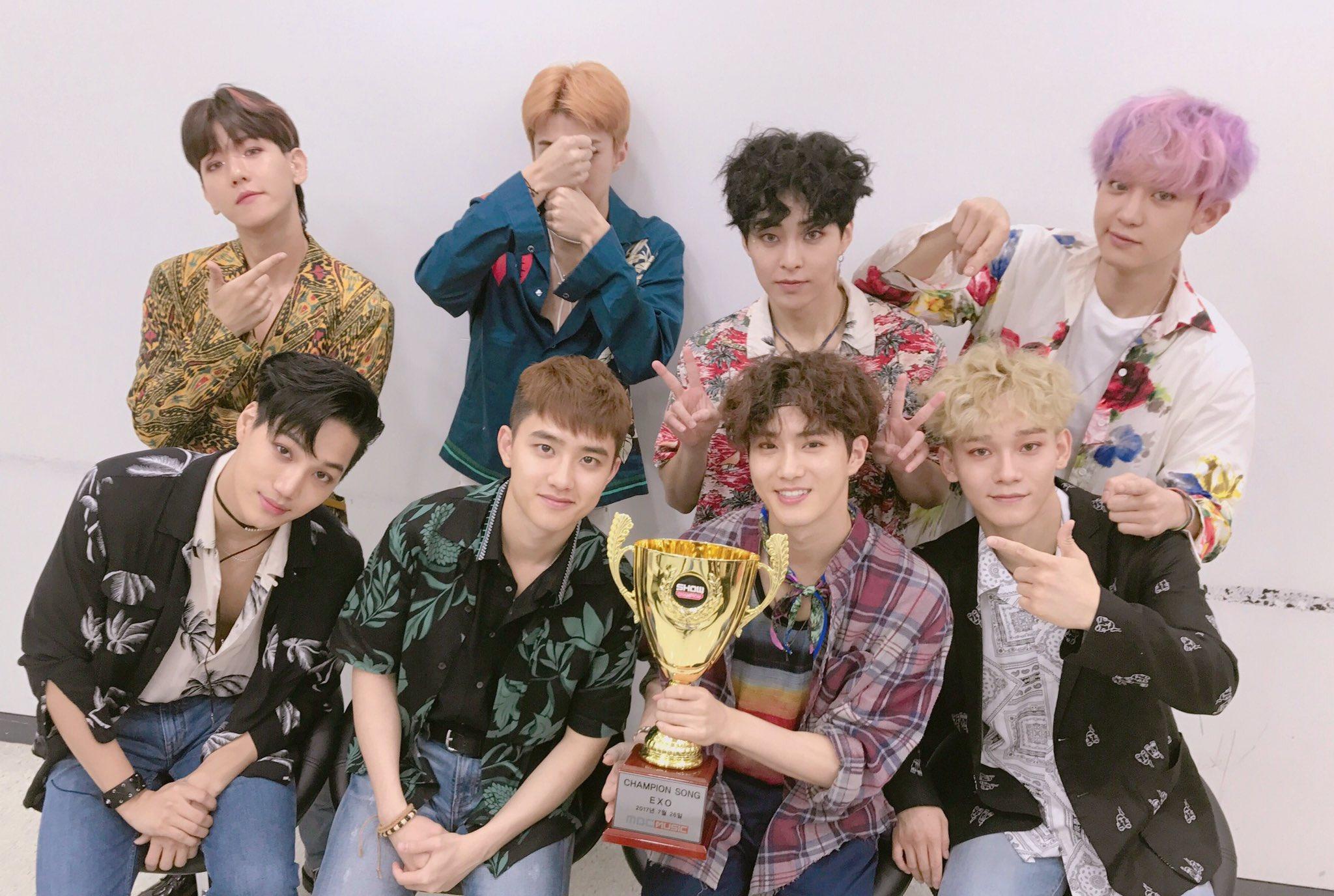 """EXO obtiene su primer victoria con """"Ko Ko Bop"""" en """"Show Champion"""" – Presentaciones de KARD, KNK, HOTSHOT y más"""