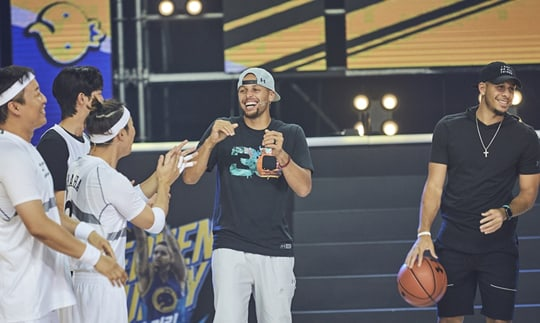 """Las estrellas de la NBA, Stephen Curry y Seth Curry, impresionan y causan risas en """"Infinite Challenge"""""""