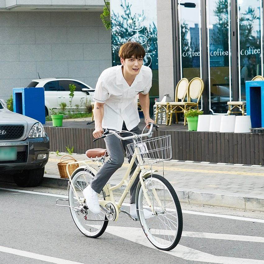 """Kim Jaejoong de JYJ se transforma en estudiante en nuevas fotos para """"Manhole"""""""