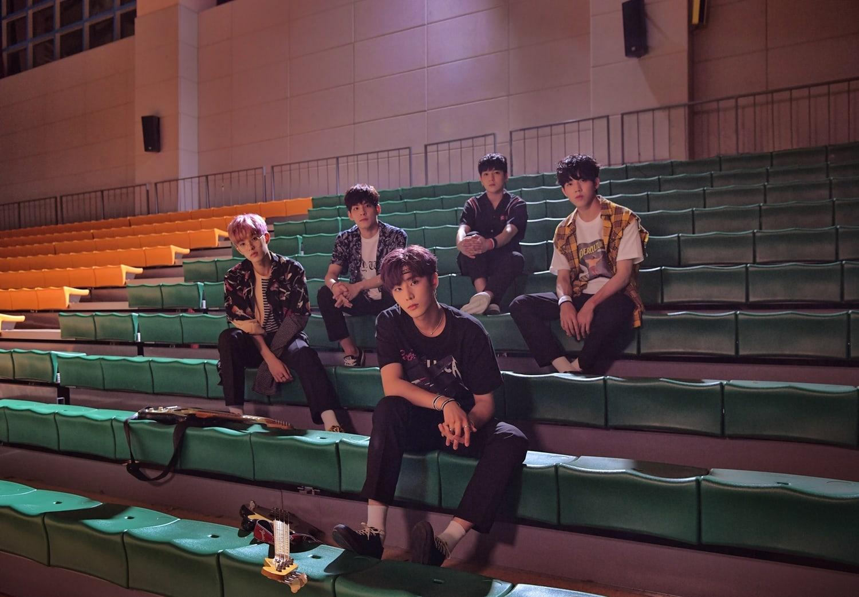 """DAY6 disfruta de éxito en las listas de música mundiales con """"What Can I Do"""""""