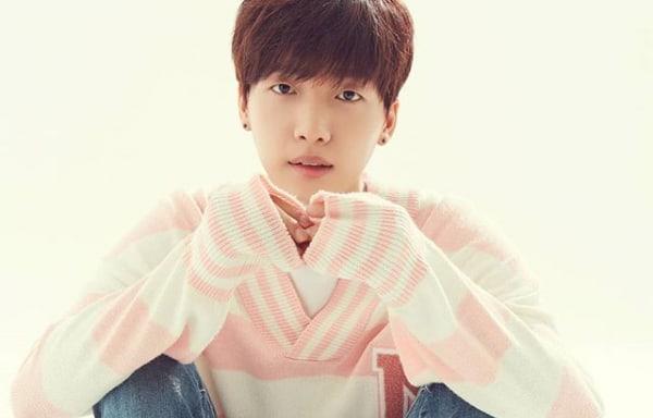Jeong Sewoon revela fotos de su sesión de grabación para su debut junto a Groovy Room y Sik-K