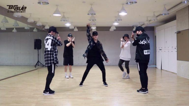 """Samuel Kim se muestra casual en la práctica de baile de """"Sixteen"""""""