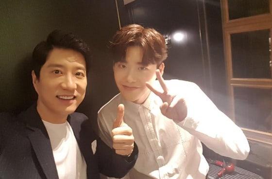 Lee Jong Suk elogiado por su co-estrella Kim Myung Min por su dedicada actitud