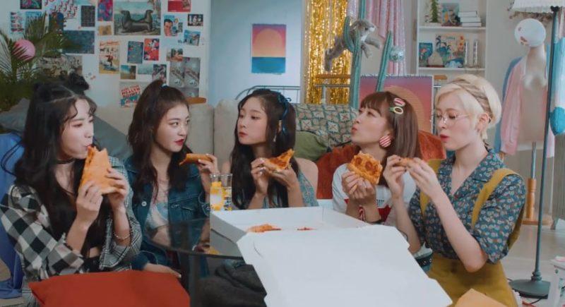 "BinChaenHyeonSeuS de DIA lanza un MV retro para ""LOOK"""