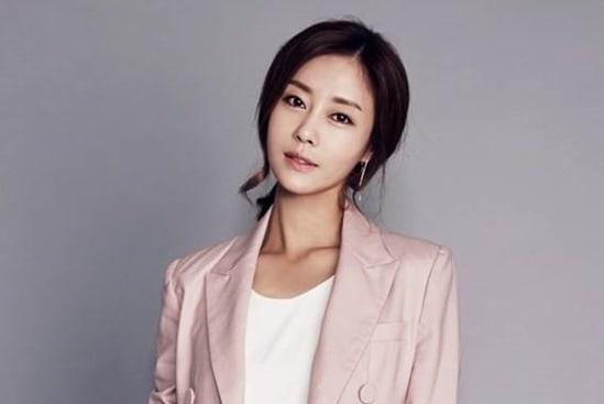 La ex-integrante de Jewelry y actriz, Lee Ji Hyun, se casará de nuevo