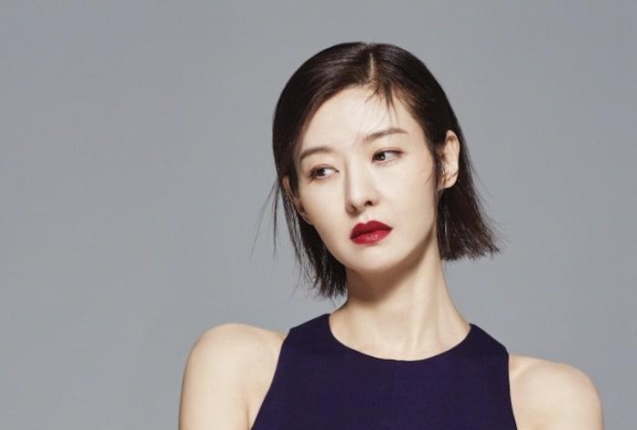 """""""Real Story Eye"""" de MBC criticado por filmar de forma secreta el funeral del marido de Song Sun Mi"""