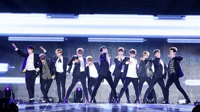 Wanna One enciende el escenario en emocionante show-con debut
