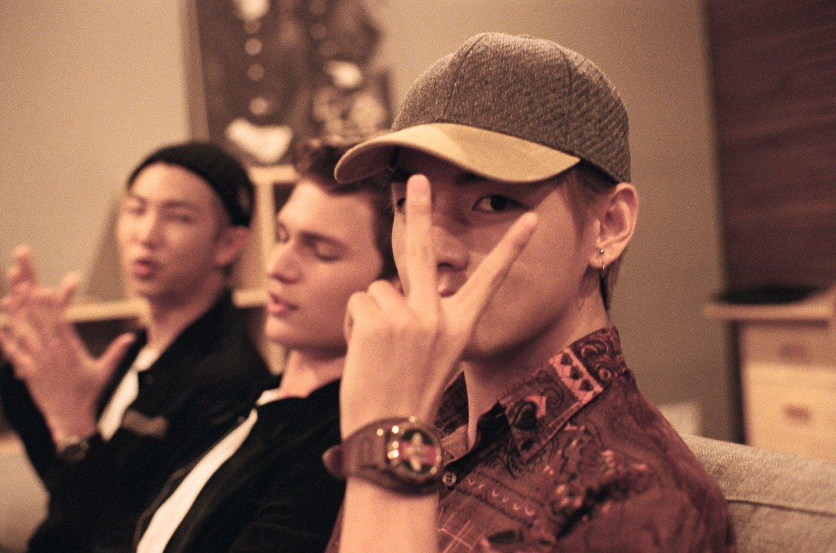 Ansel Elgort comparte más fotos de su encuentro con Rap Monster y V de BTS