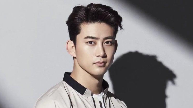 Taecyeon de 2PM se enlista en silencio en el servicio militar con su familia y miembros presentes