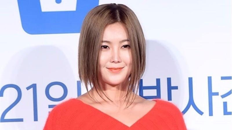 Solbi se ve envuelta en controversia debido a su publicación en Instagram sobre el incidente de agresión a la estudiante de Busan