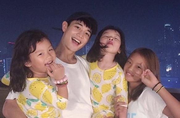 Minho de SHINee se reúne con los hijos de Lee Dong Gook