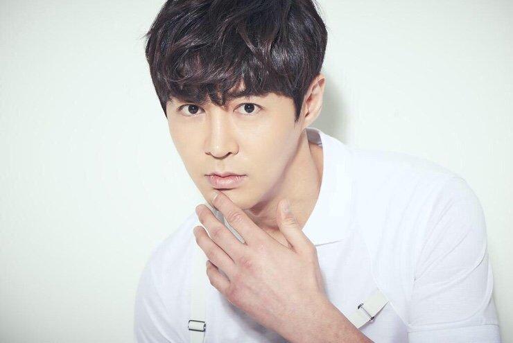 Jun Jin de Shinhwa se convierte en agente libre después de que su contrato con su agencia expirara