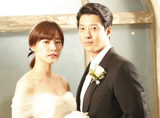 Jo Yoon Hee y Lee Dong Gun revelan que hoy han celebrado una ceremonia de boda privada