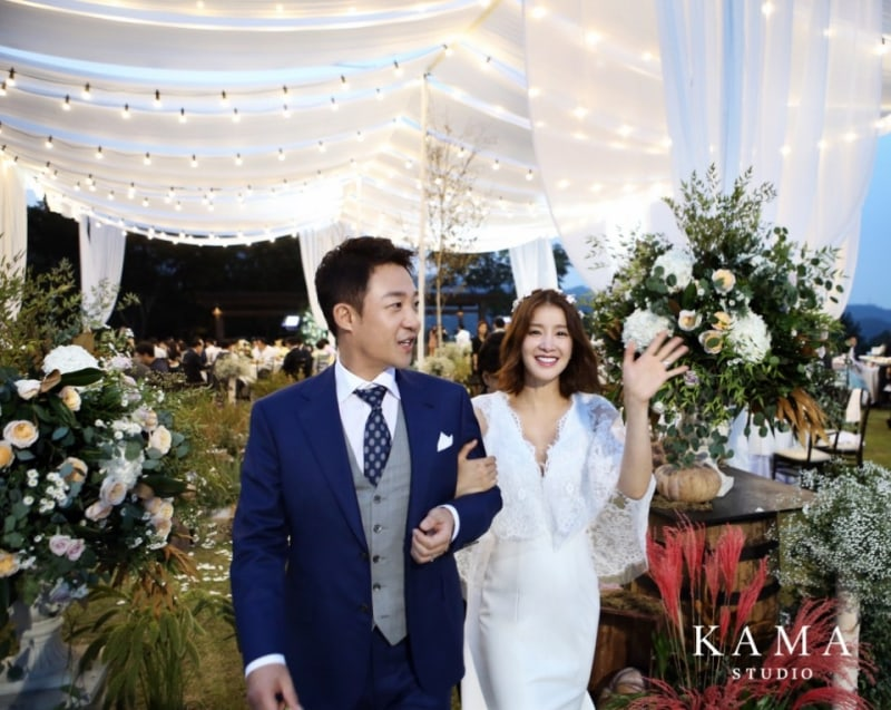 Lee Si Young revela fotos de su hermosa boda