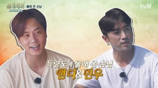 Andy de Shinhwa comenta cómo cocina Eric mientras prepara rápidamente la comida con Minwoo