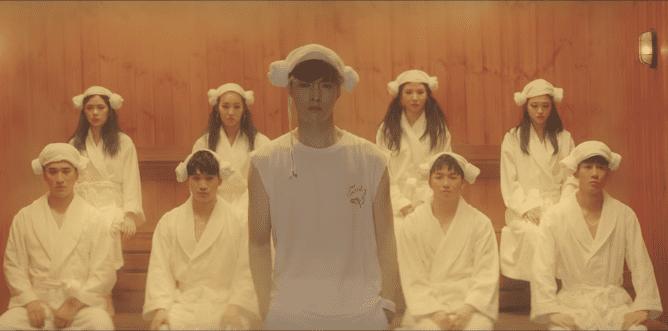 """Lay de EXO hace su regreso como solista con el MV de """"Sheep"""""""
