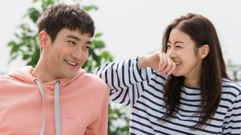 Choi Siwon habla sobre la filmación de una escena con Kang Sora en sus hombros
