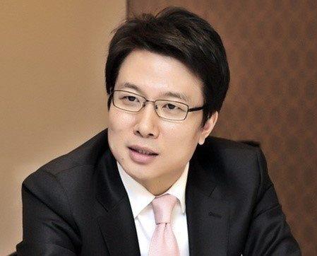 Conductores demandan al director del departamento de locutores de MBC Shin Dong Ho