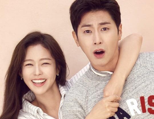 """Yunho de TVXQ y Kyung Soo Jin muestran su dinamismo de pareja en pósters para """"Melo Holic"""""""