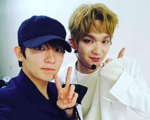 Ricky de Teen Top anima a su fanboy Kenta en el showcase debut de JBJ