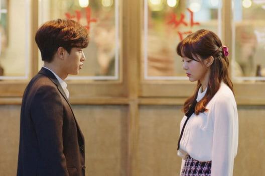 """La tensión aumenta entre Kim Ga Eun y Kim Min Suk en nuevas fotos de """"Because This Is My First Life"""""""