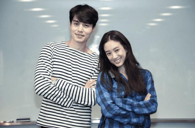 """Lee Dong Wook le envía a Jung Ryeo Won un camión de comida en el set de """"Witch's Court"""""""