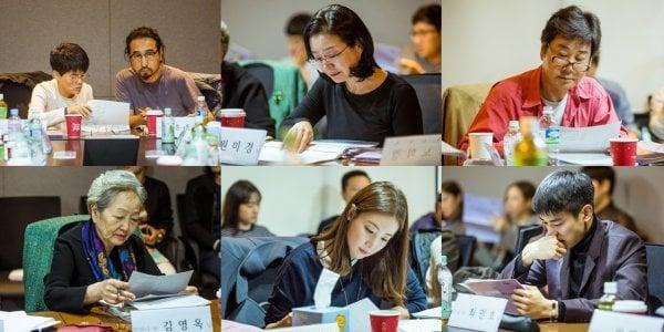Choi Ji Woo, Minho de SHINee y otros más derraman lágrimas durante la emocional lectura de guión para drama especial