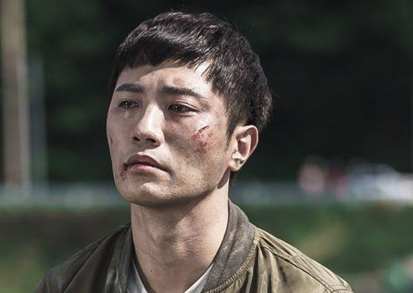 """Jin Goo es la personificación de la pena y la desesperación en desgarradoras imágenes para """"Untouchable"""""""
