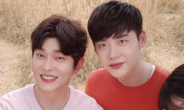 Lee Jong Suk envía camión de café a su amigo Yoon Kyun Sang