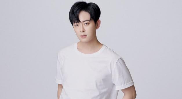 """Donghyun de Boyfriend es atendido por lesiones luego de un accidente durante la grabación de """"Music Bank"""""""