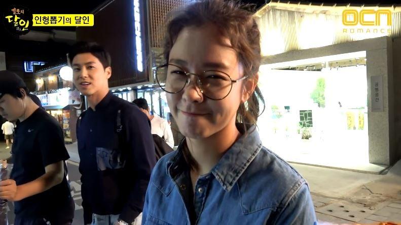 """Yunho y Kyung Soo Jin bromean en vídeo tras las cámaras de su escena de primer beso en """"Melo Holic"""""""