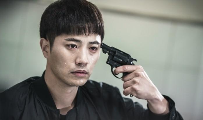 """Jin Goo debate sobre si disparar en dramáticas fotos para """"Untouchable"""""""