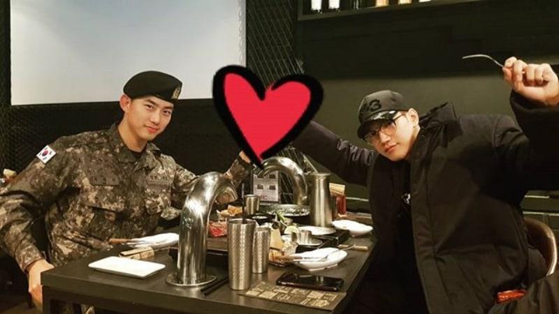 Taecyeon de 2PM se encuentra con Jun.K en su día libre del ejército